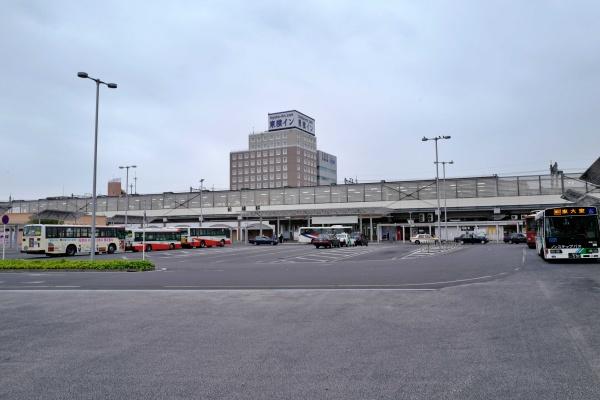 前橋駅前のバスロータリー。
