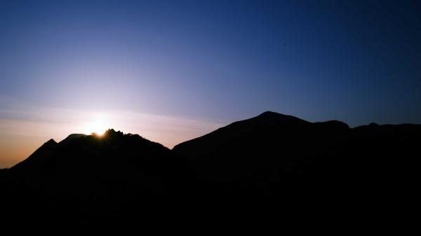 日の出前のシルエット