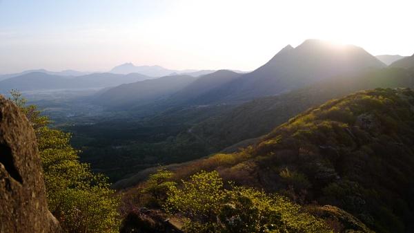 九重連山が目覚めます。