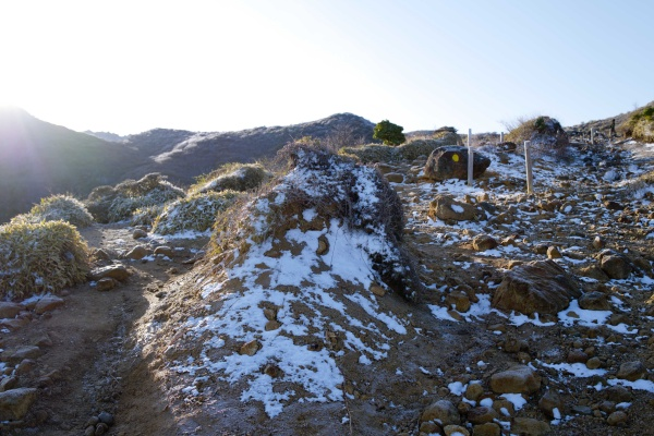 雪が残る星生山ルート