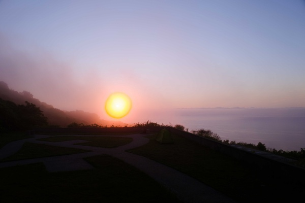 火の玉のような太陽