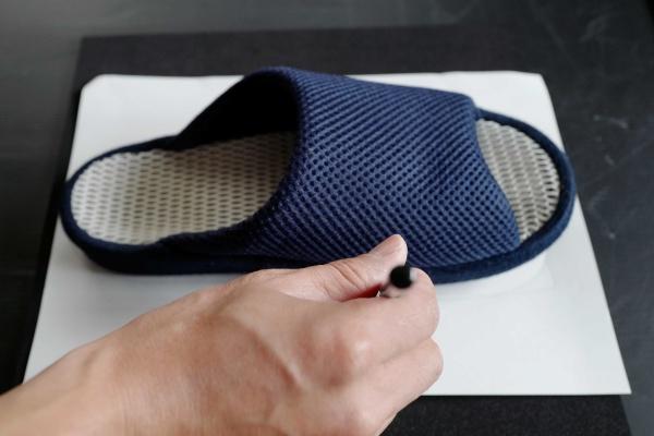 ニトリのスリッパをもとに紙にデザイン