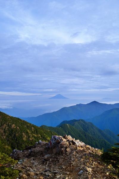 中央に富士山。美しい…
