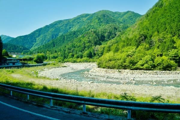中津川を横目に恵那山へ