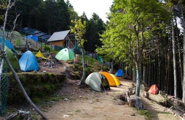 テントの感覚は程よい。歩道が狭いので、夜は足音が気になった。