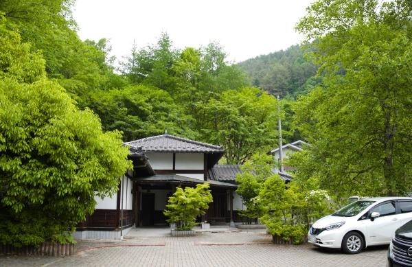 西沢渓谷入口に水洗トイレがある。