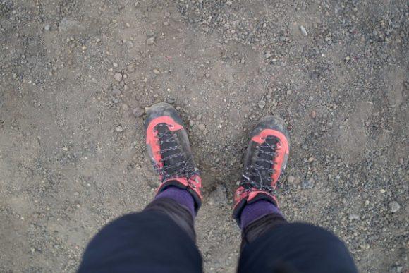 砂が入らないブーツ型の靴がおすすめ。