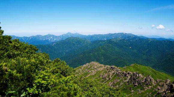 新潟方面の山並み