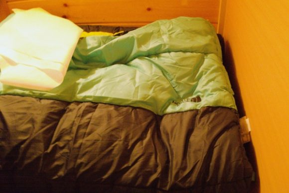 ノースフェイスのシュラフ。私は寝袋持参したため使ってない。