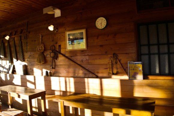 弥四郎小屋の店内。あたたかい雰囲気