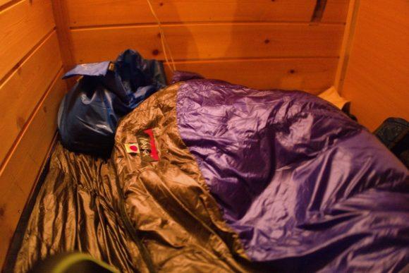 ナンガのシュラフを敷いて寝ました。