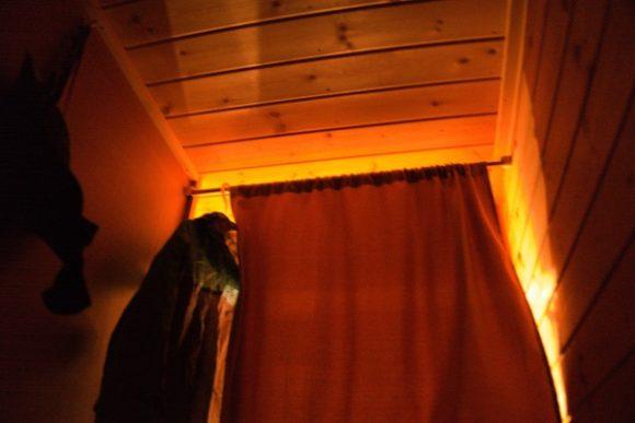 プライベートカーテン付きです。着替えも可能