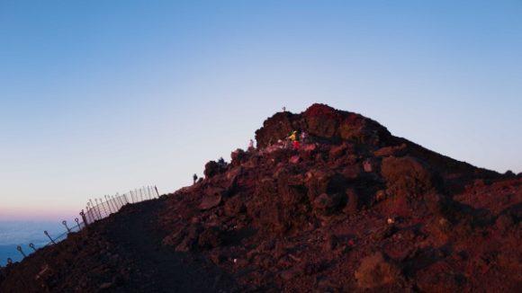 山が赤く染まる。