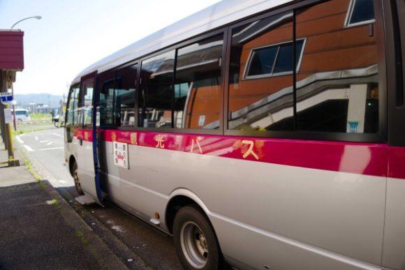 田中角栄一族のバスに乗る。