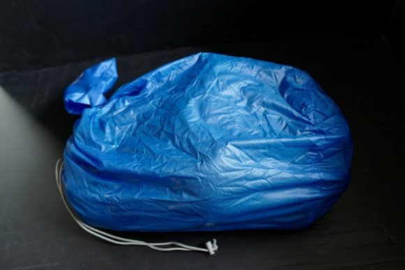 衣類は20Lスタッフバッグにまとめた。
