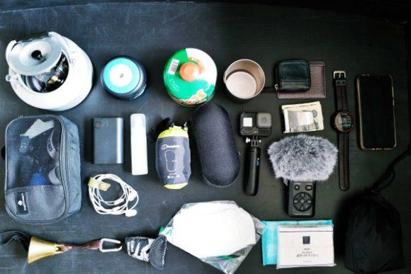 ガスカートリッジ、GOPRO、レコーダー、充電バッテリー、ライト、サングラスなど