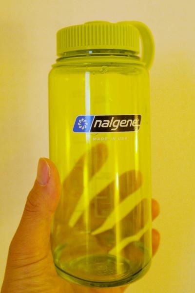 黄緑色のナルゲンボトル500。