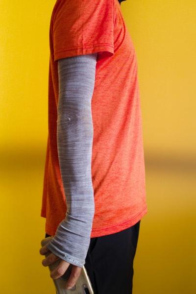 手の甲までしっかり紫外線対策。