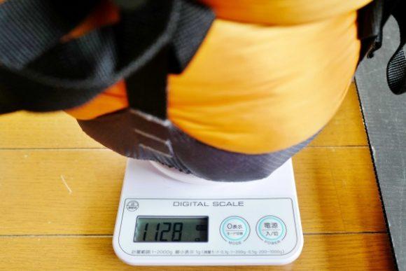 コンプレッションバッグの重さは「1128g」