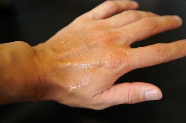 塗れた手で実験