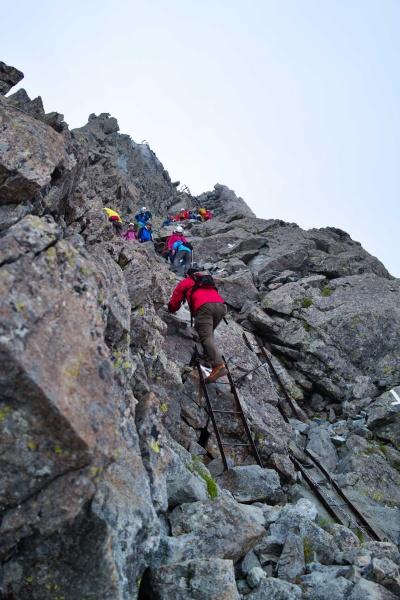 槍ヶ岳登山の様子。険しい道のりだ。