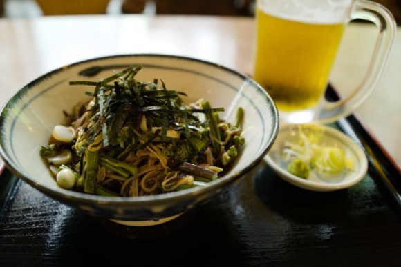 山菜そばとビール!