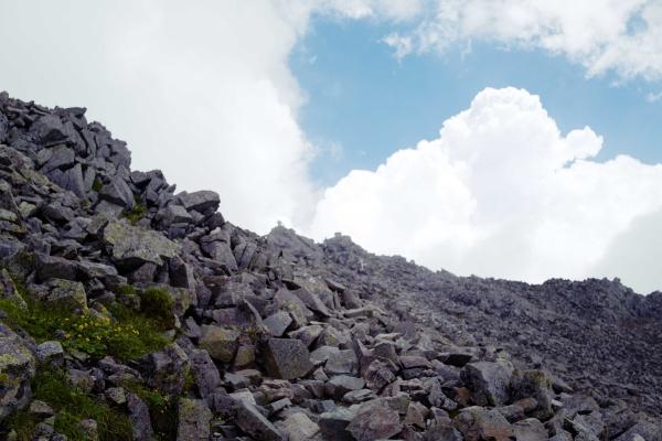次第に近づく奥穂高岳。