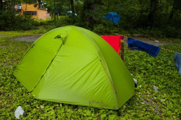 私のテント。入り口近くに張った。