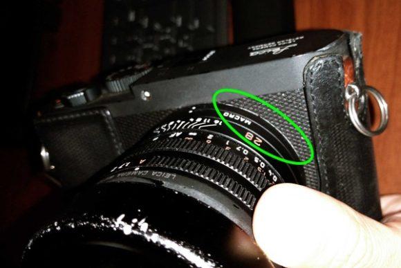 レンズとボディが一体となるコンデジ。隙間が開くとかありえない。