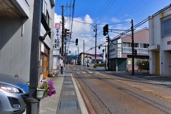 磐梯山が見えるので分かりやすい道だ。