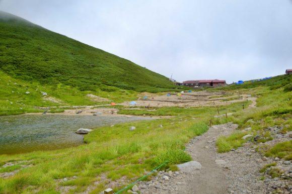双六岳の麓にある双六小屋