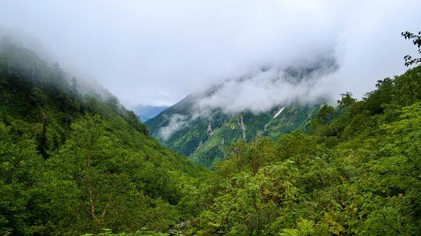 笠ヶ岳も曇ってる。