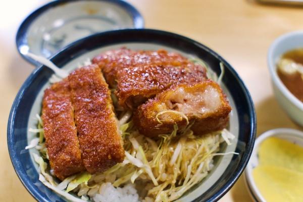 ジューシーなソースかつ丼(950円)美味し!