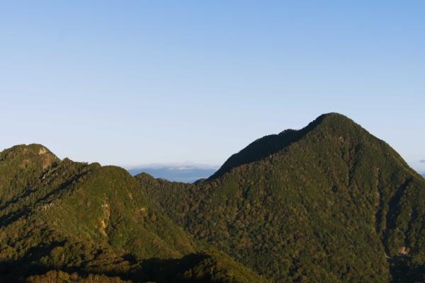 SEL35F18Fで撮影した皇海山。もっと広角に撮りたい。