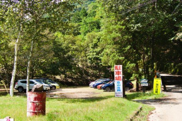 皇海山登山口駐車場