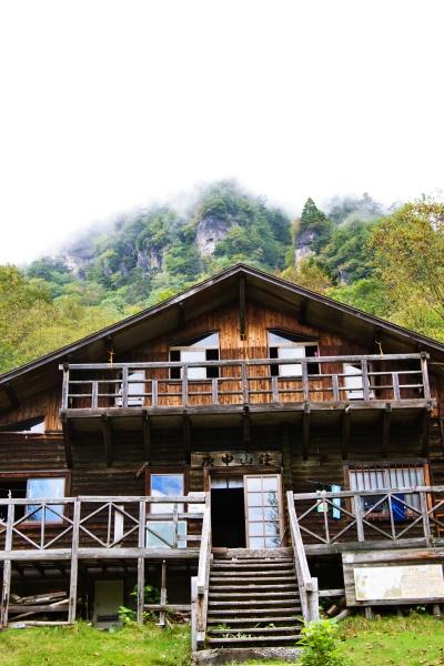 立派な山小屋・庚申山荘