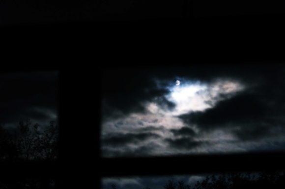 目が覚めて月を撮影。