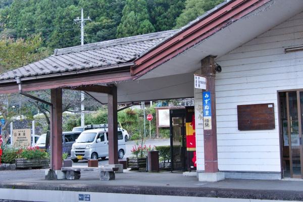 水沼駅は改札がないのでドライブがてらに温泉も入れる。
