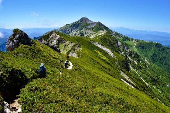 抜戸岳分岐から1時間ほどで笠ヶ岳山荘に着く見込み。