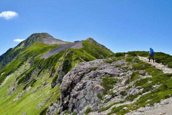 次第に近づく笠ヶ岳山頂。