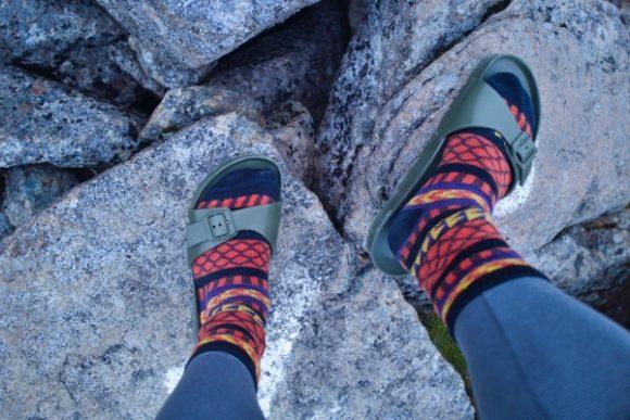 BIRKENSTOCKサンダルで岩山を登る。