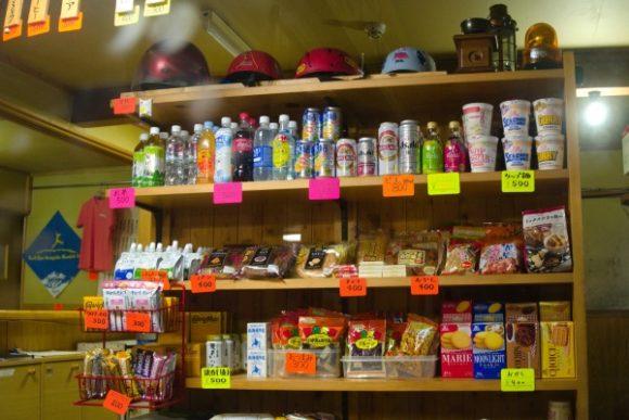 山荘の売店
