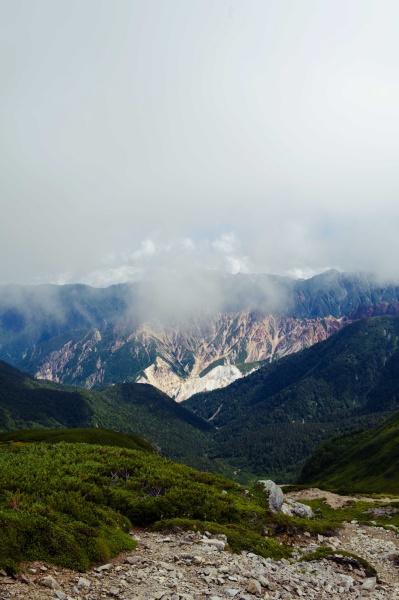 裏銀座の山々がちらり。
