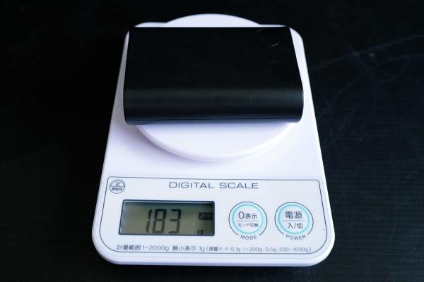 13800mAhのモバイルバッテリー183g。