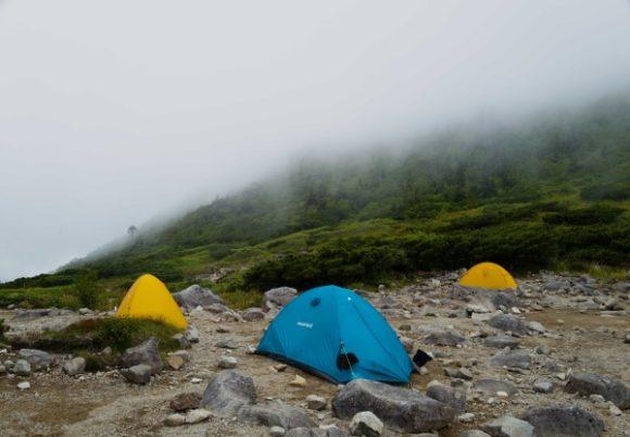 程よい間隔のテント