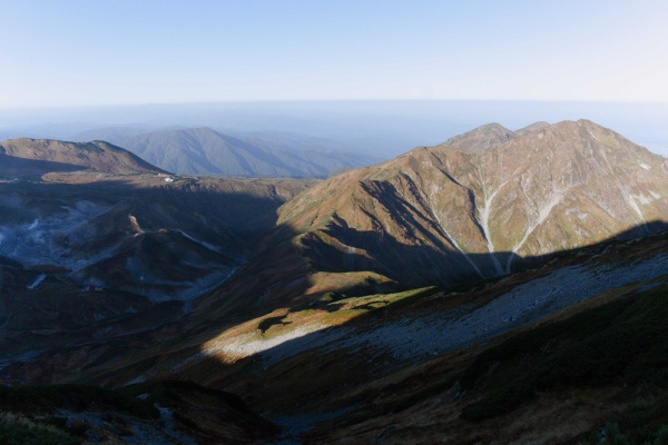 奥大日岳が見下ろせる位置に来た。