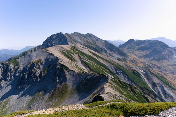 雄山までの稜線も美しい