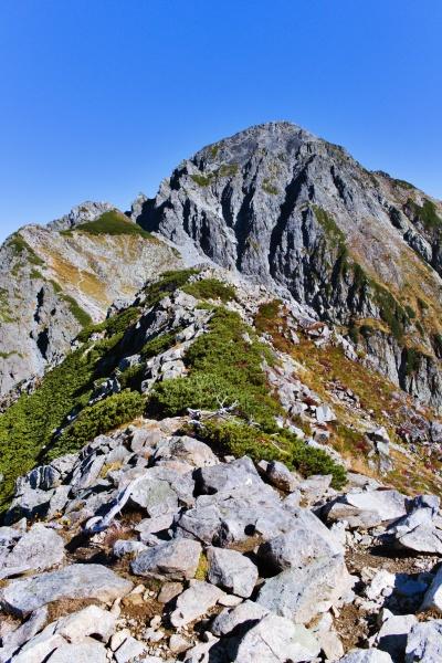 稜線をゆっくり進んでいきます。圧倒されます剱岳