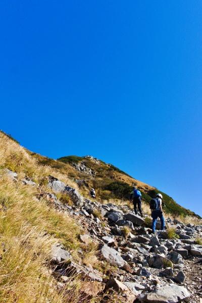 岩山を登っていきます。