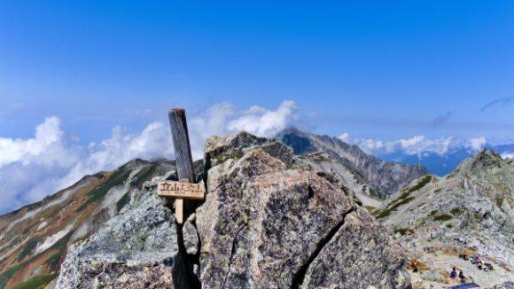 狭いスペースでみんな写真撮影するから混むのね。大汝山(おおなんじやま)標高3015m